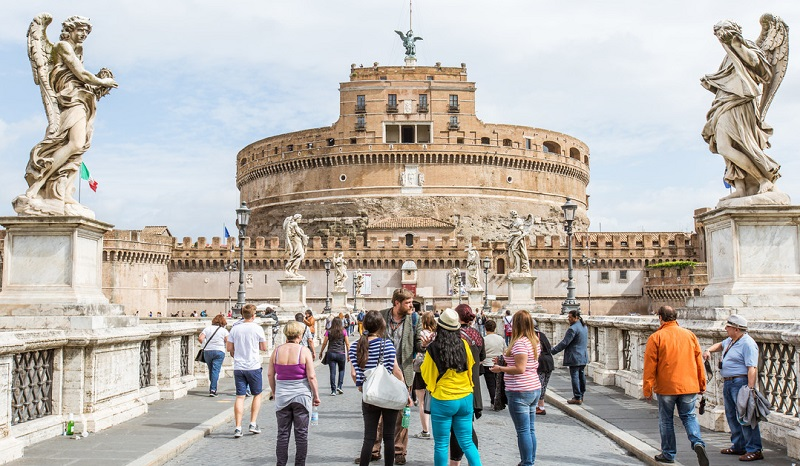 Visitantes del Castillo San'Angelo en Roma