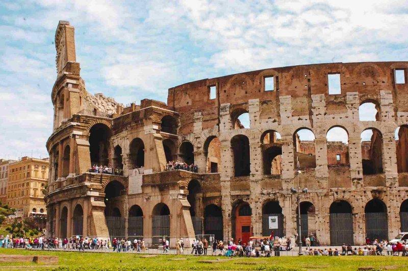 Visitantes del Coliseo en Roma