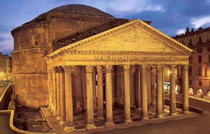 Panteón iluminado en Roma