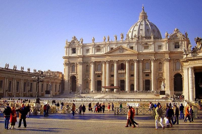 Basílica de San Pedro en el Vaticano en Roma