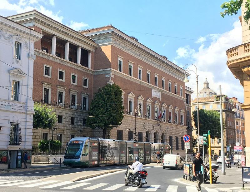 Vía Arenula en el barrio judío de Roma